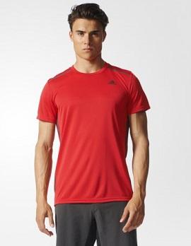 adidasのTシャツ