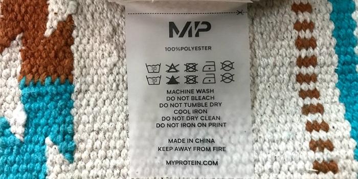 マイプロテインキープウォームクルーの洗濯タグ
