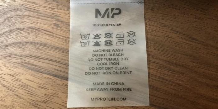 マイプロテインシェルパフーディーの洗濯タグ