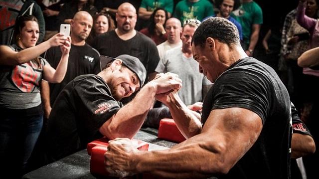 腕相撲とアームレスリングの違い