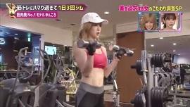 ゆんころの筋トレメニューアームカール(画像引用元:関西テレビ)