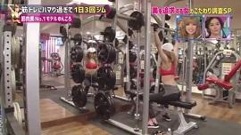ゆんころの筋トレメニューバーベルショルダープレス(画像引用元:関西テレビ)